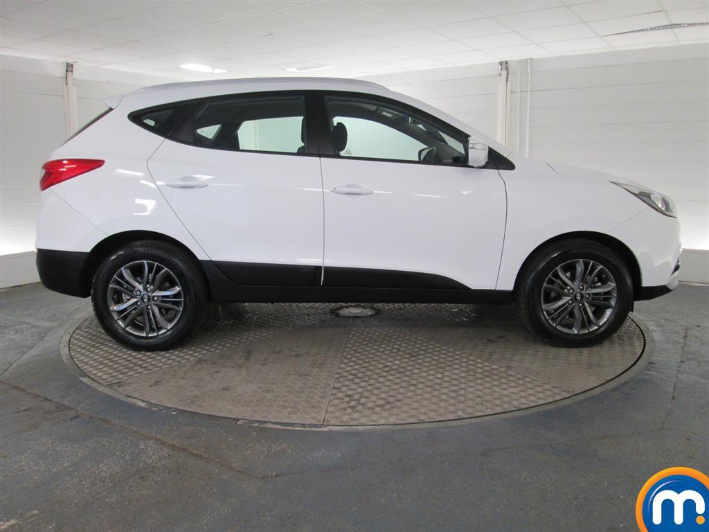 used or nearly new hyundai ix35 2 0 crdi se nav 5dr 4wd auto white for sale in peterborough. Black Bedroom Furniture Sets. Home Design Ideas