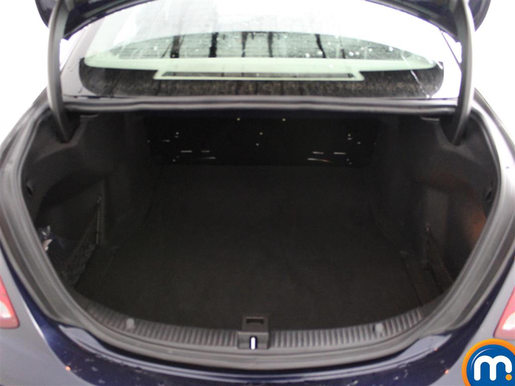 Used or nearly new mercedes benz c class c200 se 4dr blue for Mercedes benz live chat